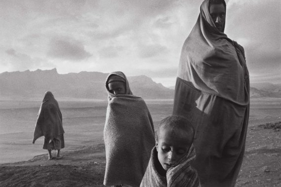 image_manager__lobp_fixedheight-s_sebastiao-salgado-the-journey-of-hunger-ethiopia-leica-oskar-barnack-award-1985-3