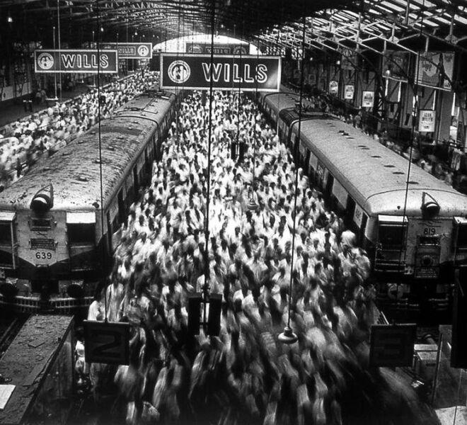sebastiao-salgado-churchgate-station-bombay-india-1995